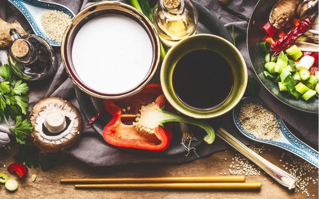 8 ingrédients asiatiques essentiels à avoir dans le garde-mange[...]