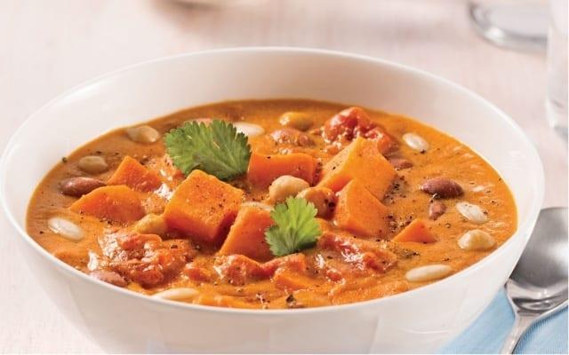 Soupe-repas aux haricots et patates douces au cari