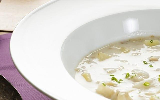 Velouté de pulpe d'aubergine au lait de coco et morue